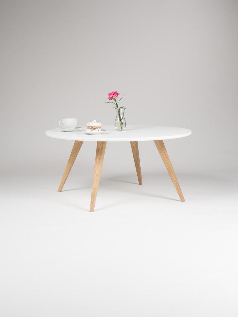 White Round Coffee Table With Solid Oak Legs Scandinavian Etsy Couchtisch Skandinavisch Wohnzimmertische Weisser Runder Couchtisch [ 1058 x 794 Pixel ]