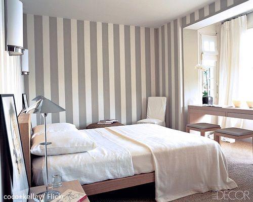 schlafzimmer grau wei gestreifte waende bauernhaus pinterest gestreifte w nde streifen. Black Bedroom Furniture Sets. Home Design Ideas