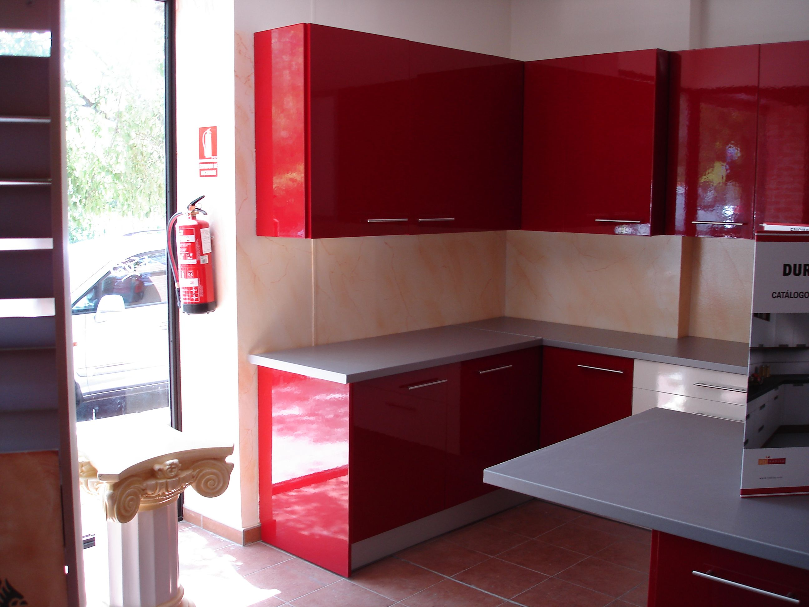 Lacado En Rojo Frentes Y Puertas De Armarios De Cocina Lacados
