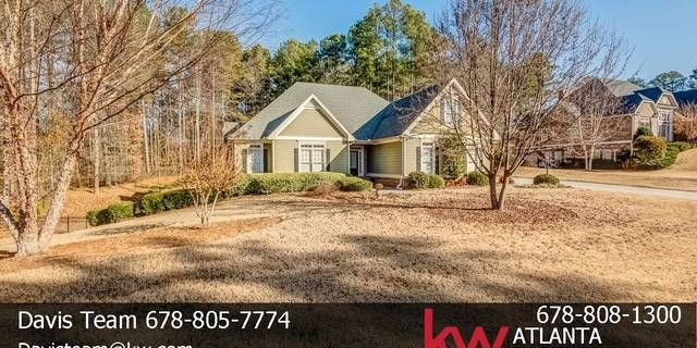 This Amazing Estate on almost 2 acres in the beautiful community of Chandler Walk. Sharon Elementary School in Walton County. Large Kitchen with Granite Counters, Bay Window Breakfast Area, Keeping room open to the kitchen. Living Room with Fireplace and vaulted ceilings. Dining room seats 12+ and is ready for entertaining.Large deck with level back yard, wooded with privacy. Close to shopping and dining with a country feel. Don'tlet this deal pass you by.