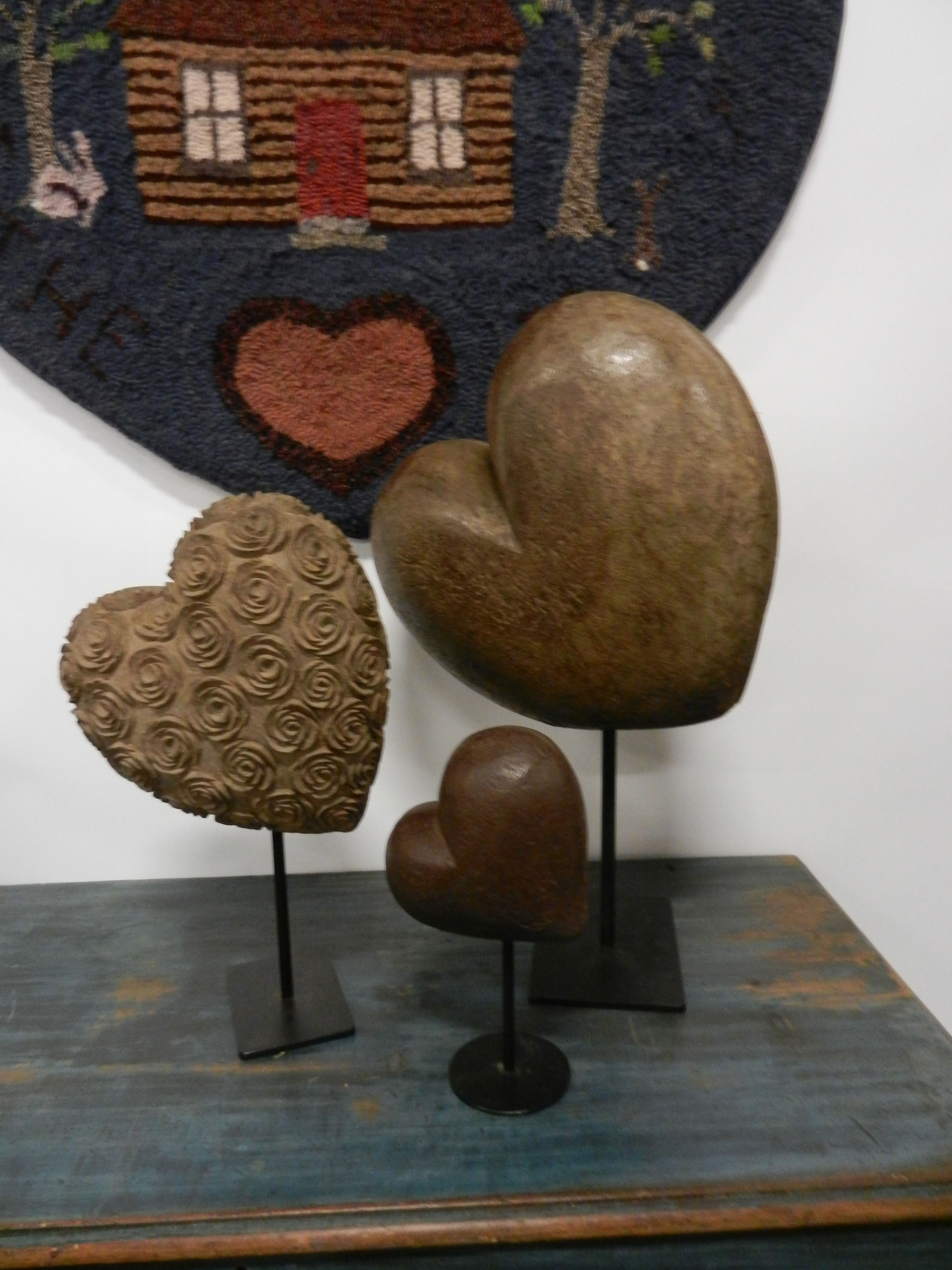 Carved Wood Hearts Mounted And Displayed In Front Of A Heart Shaped Hooked Rug On A Primitive Blue Chest With Images Wooden Hearts Heart Art Wood Hearts