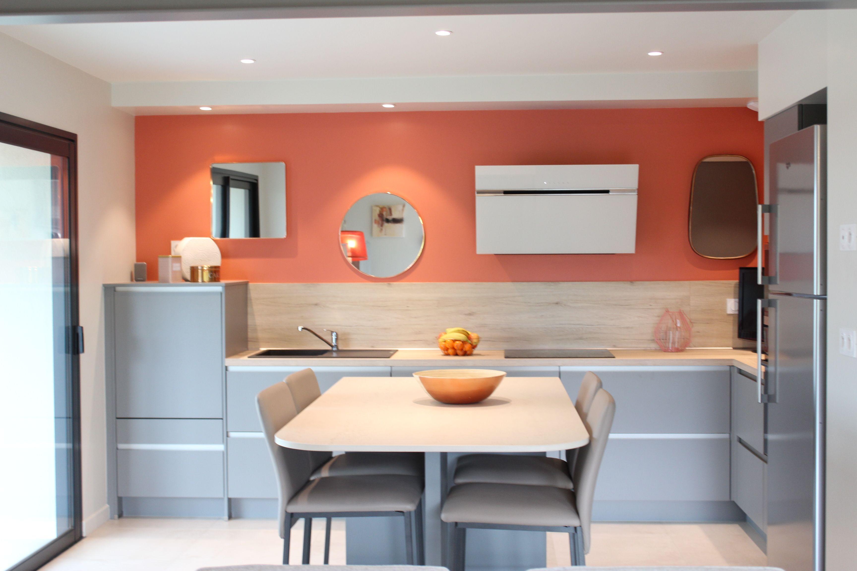 Elegant cuisine terracotta cuisine orange cuisine rouge - Home staging cuisine chene ...