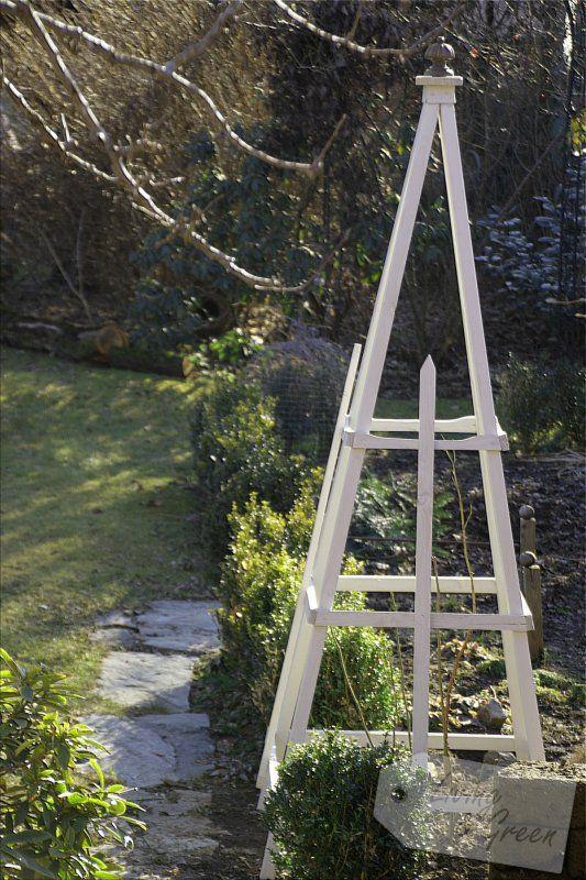Rosenkavalier Ein Obelisk Aus Holz Selbst Gebaut Living Green Traumgarten Diy Gartendekoration Diy Gartenbau