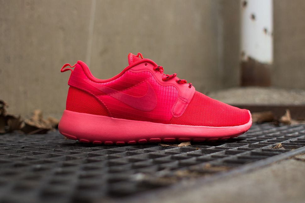36474688bb0a Nike WMNS Roshe Run Hyperfuse