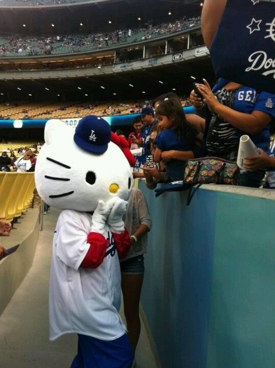 49dbc7b54 Hello kitty at the dodger game! #LA #hellokitty   <3 !HELLO KITTY ...