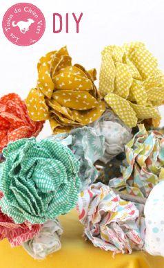 Réalisez cette fleur en tissu en 20 minutes... Ou un joli bouquet de roses en coton pour décorer votre intérieur, vos tables de fêtes ou votre jardin ! #fleursentissu