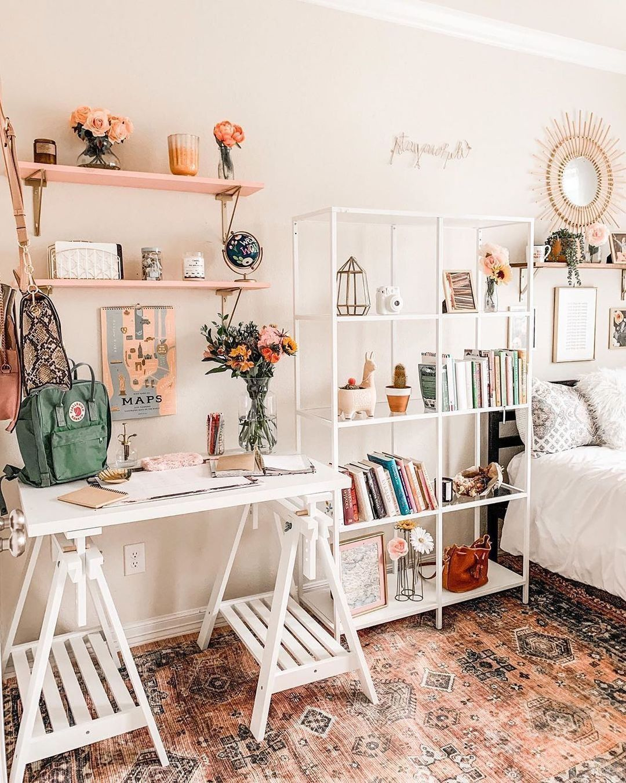 "The Beautiful Beast on Instagram: ""Workspace ideas 💡 #teenbedroomideas #dormdecor #dormroomdecor #interiordesign #whiteroom #bedroomideas #bedroomideas #officeideas…"""