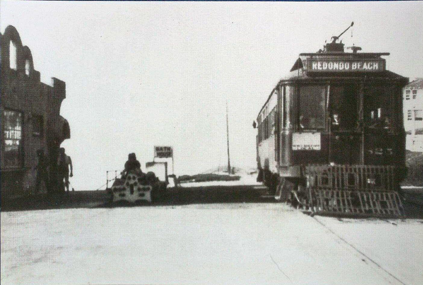 Old Train In Manhattan Beach Headed For Redondo Beach California Along The Coast Redondo Beach California Manhattan Beach California Redondo Beach