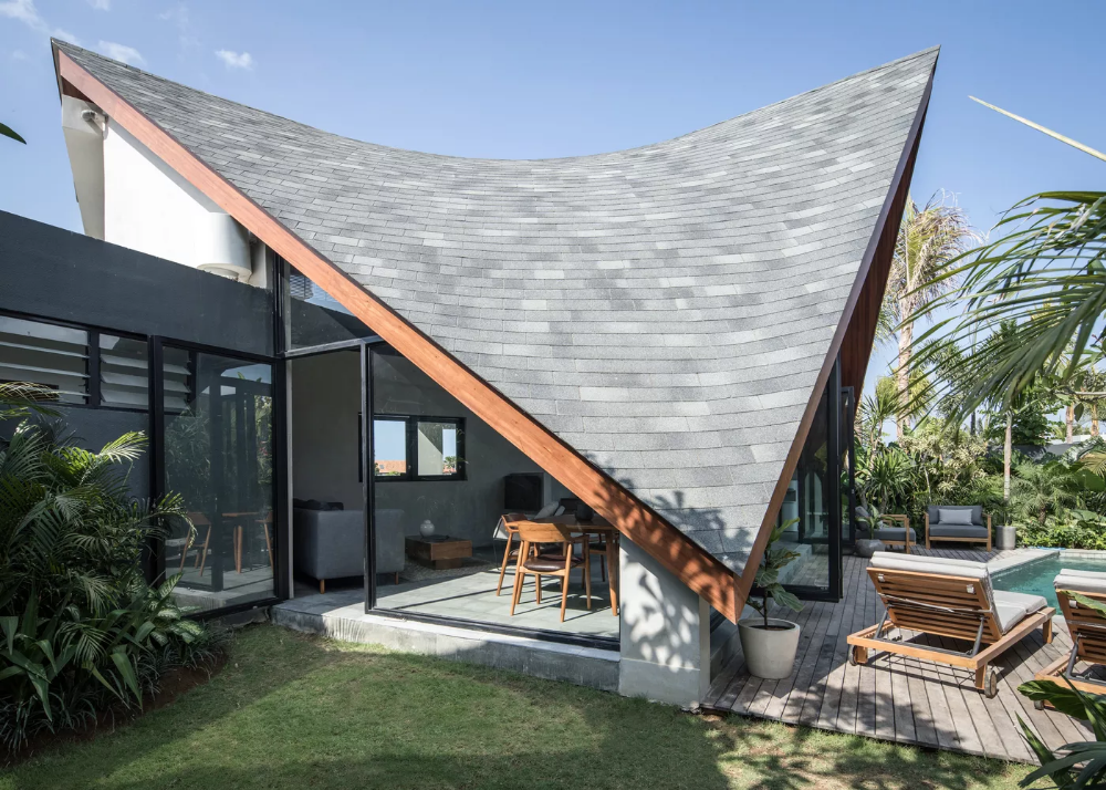 Indoor Outdoor Home In Bali Comes Complete With A Statement Roof Curbed In 2020 Roof Design House Architecture Design Architecture Design