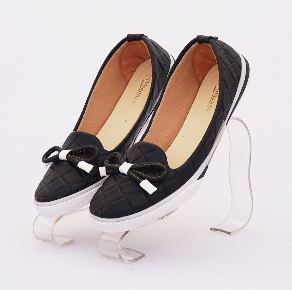Sepatu Ribbon Emboss Cute Warna Hitam Bahan Kulit Sintetis
