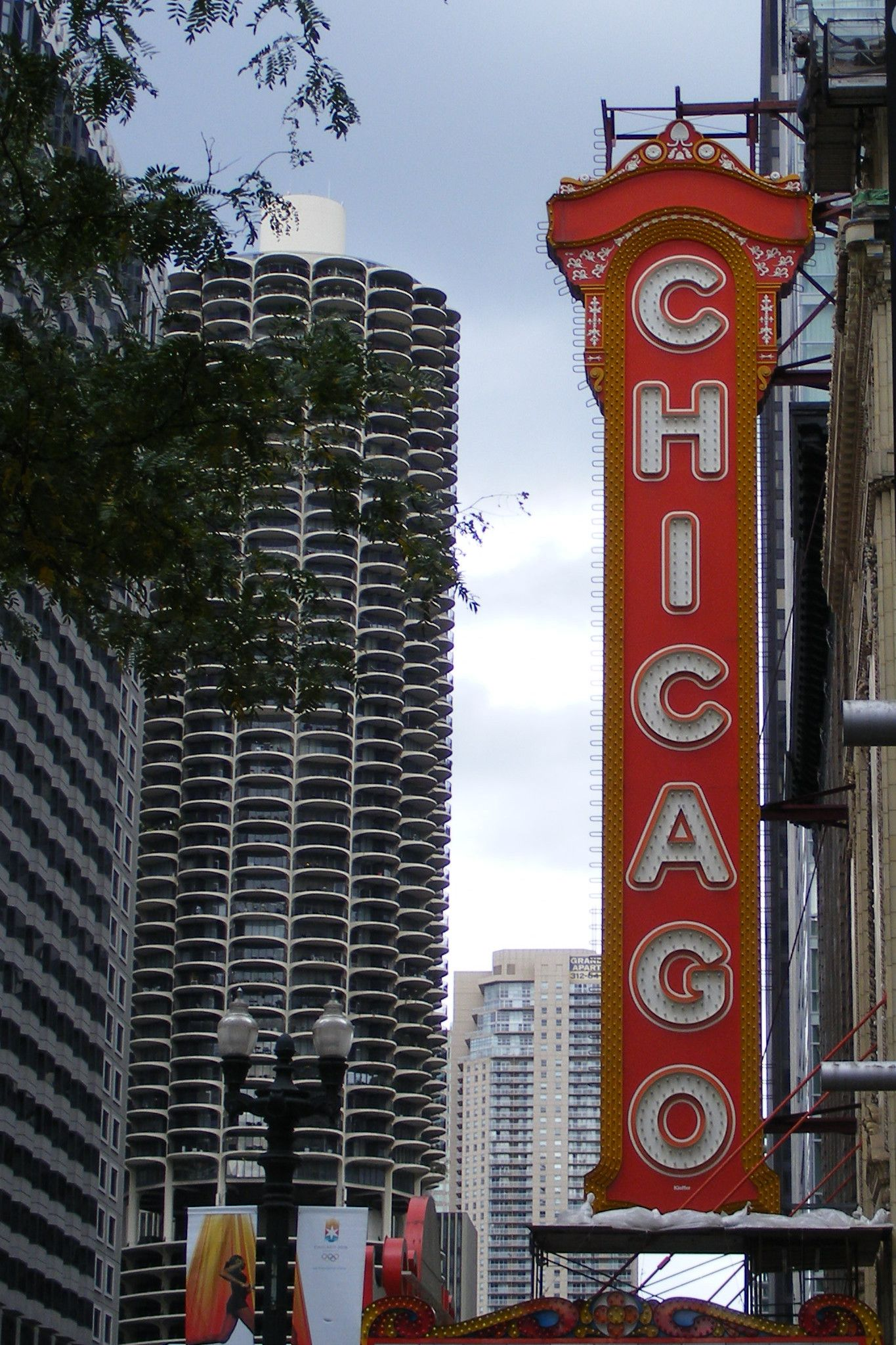 Chicago Theatre marquee Chicago, National landmarks, The