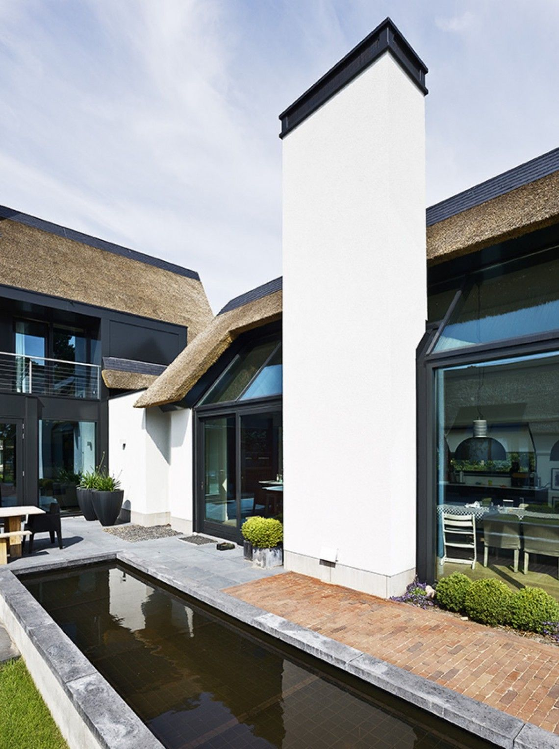 Van dinther bouwbedrijf landelijk modern huis hoog exclusieve woon en tuin inspiratie for Terras modern huis