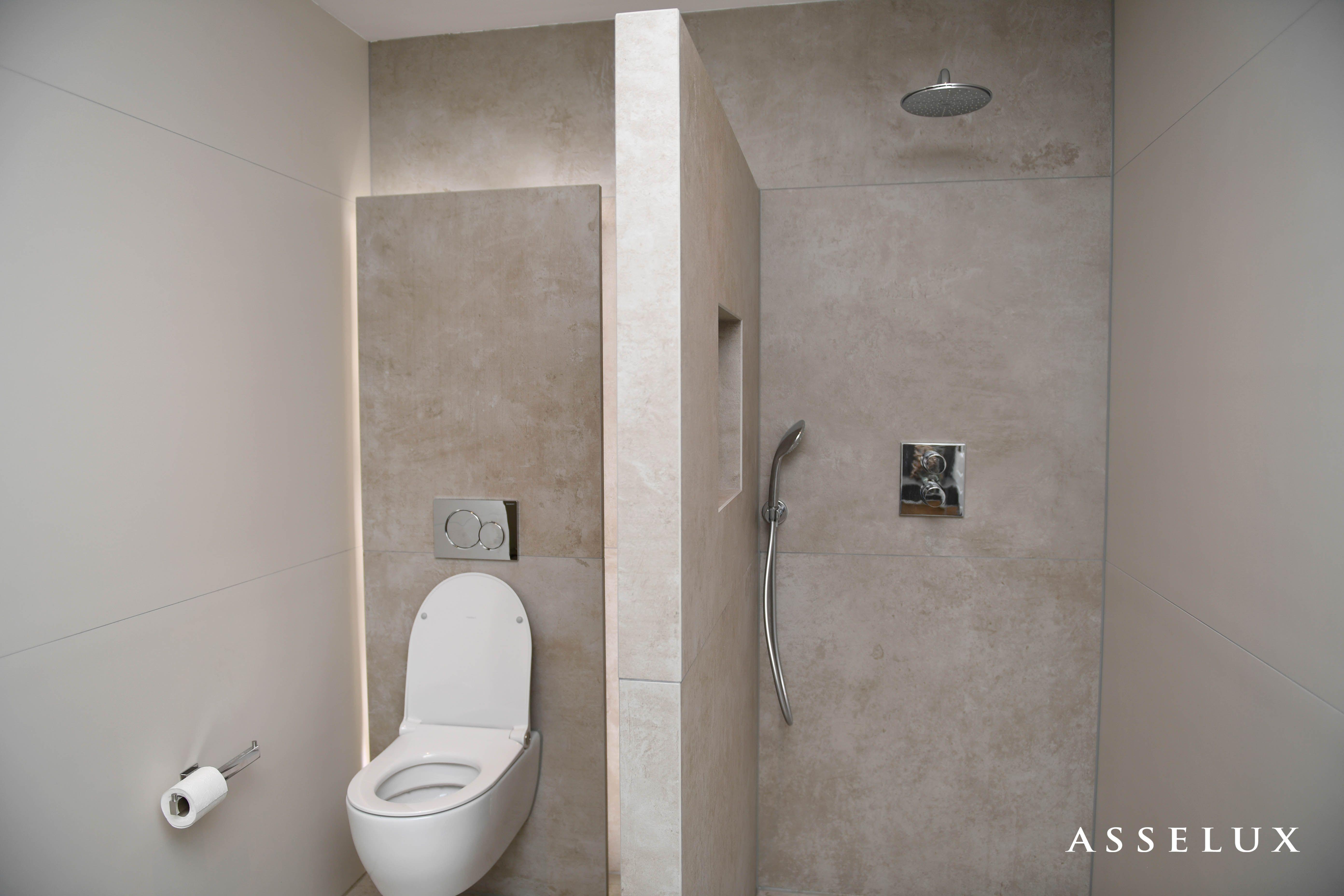 Asselux badkamer | Keramische wand- en vloerbekleding | Spatwand + ...