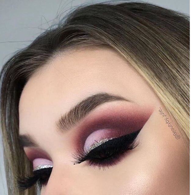 Amazing eye makeup ideas for fall - Pink , deep pink and silver eye makeup , burgundy autumn makeup ideas to try , glitter eye makeup