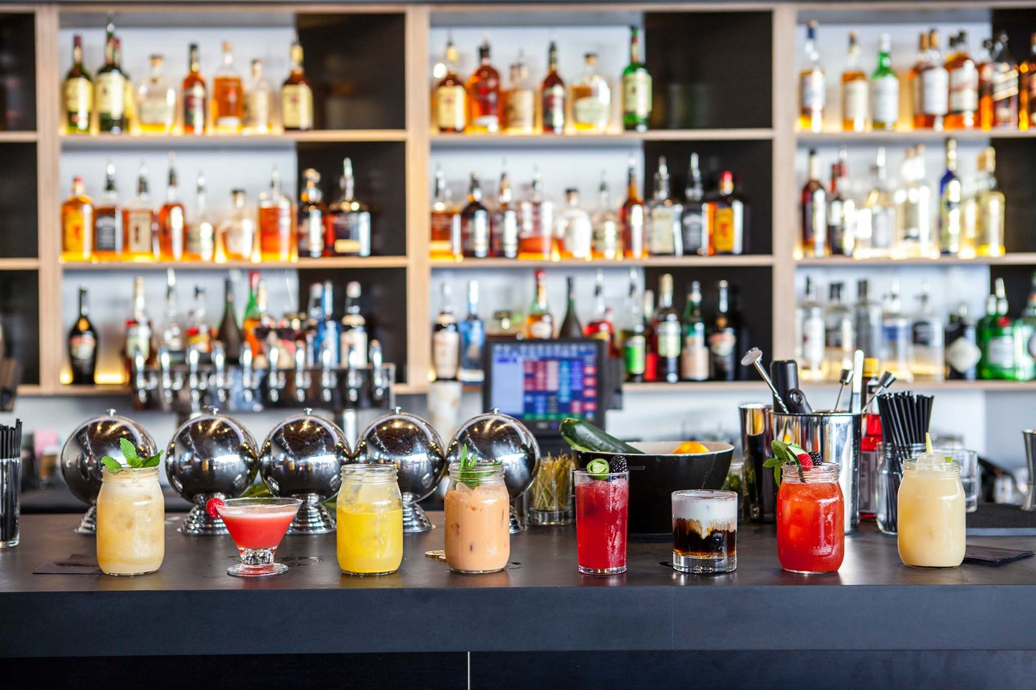 The Best Bars In Los Angeles For A First Date Cool Bars Night Bar Best Bars In La
