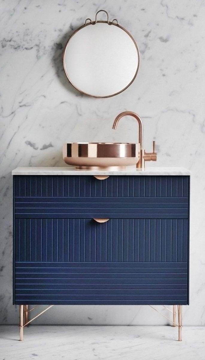 Un Meuble De Salle De Bain Couleur Bleu Tendance Décoration 2018 Copper  Bathroom, Belfast Sink