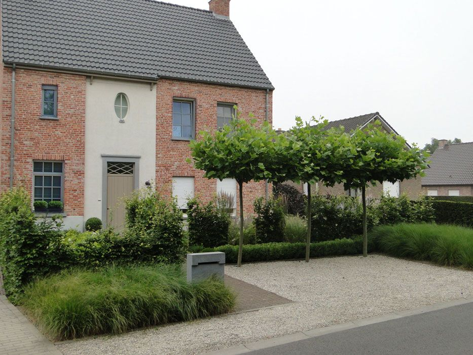 Beautiful Belgian Garden With Soft Pale Gravel Hard
