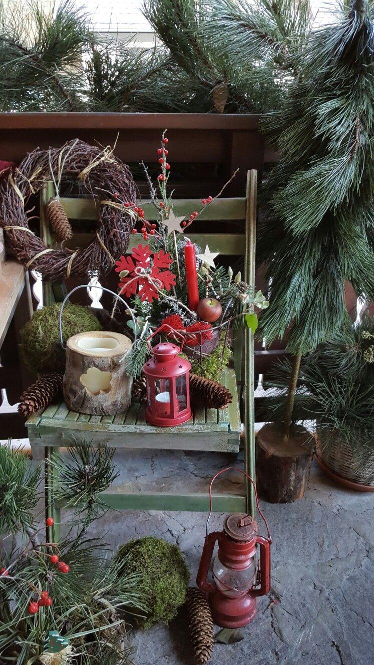 Weihnachtliche Dekoration am Sessel vor der Haustüre. 2016 ...