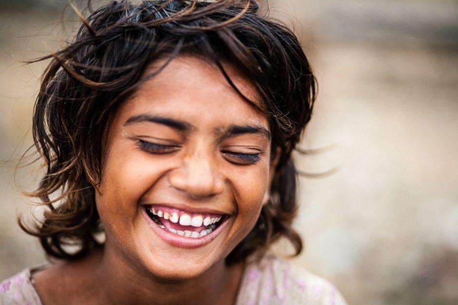 Sonreír, reír a carcajada  es innato y único para los niños. Entonces viajemos como ellos a un mundo lleno de risas, sonrisas y felicidad. :) ¡SIMPLEMENTE, RÍE A CARCAJADAS! :)
