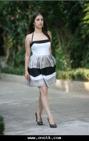 7f4411929 اكبر مجموعة ازياء للممثلة التركيا نهال-احدث واجمل صور لفساتين Hazal Kaya  بطلة مسلسل العشق الممنوع
