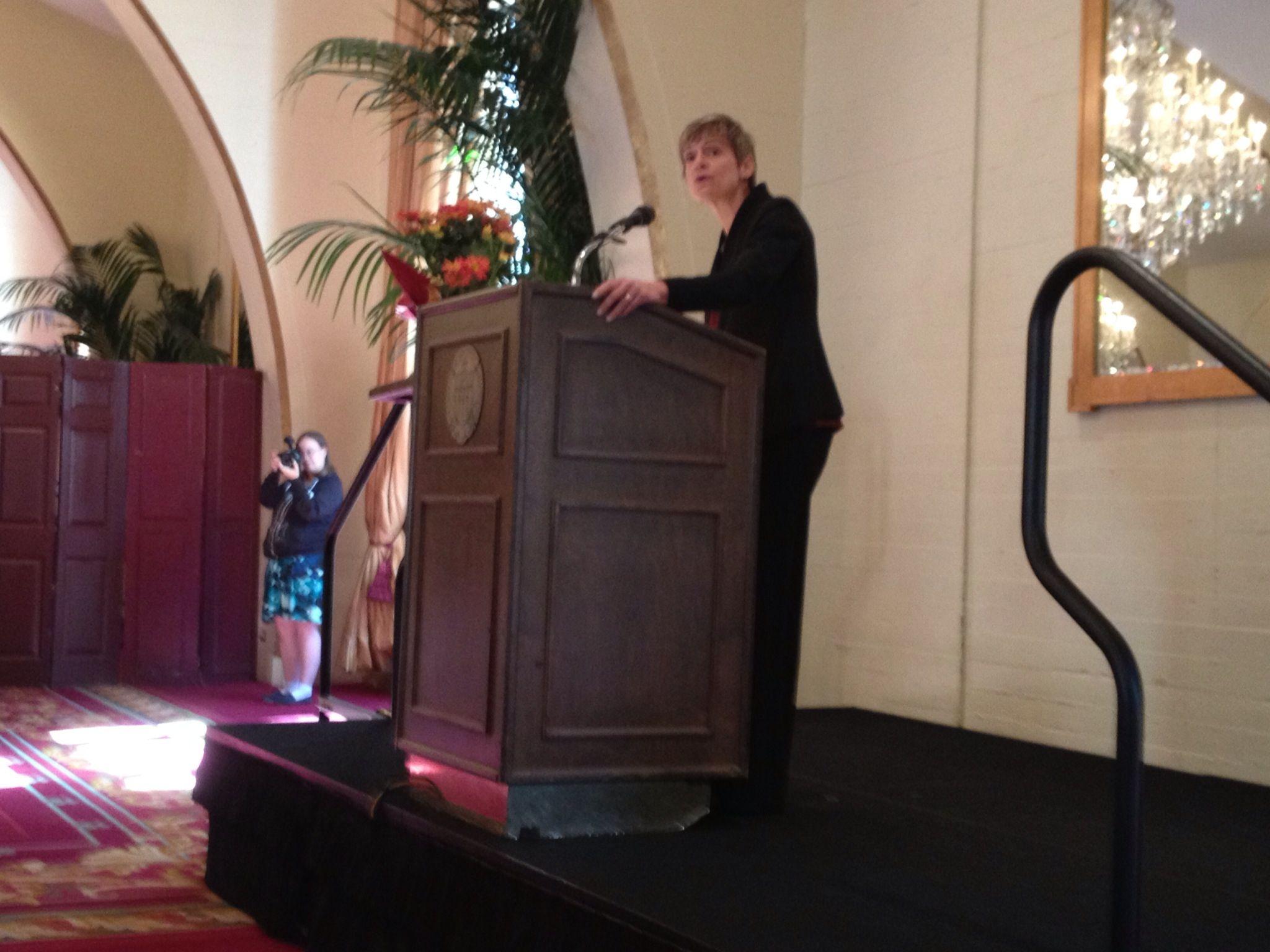 USC Provost Elizabeth Garrett speaking to recent faculty retirees ...