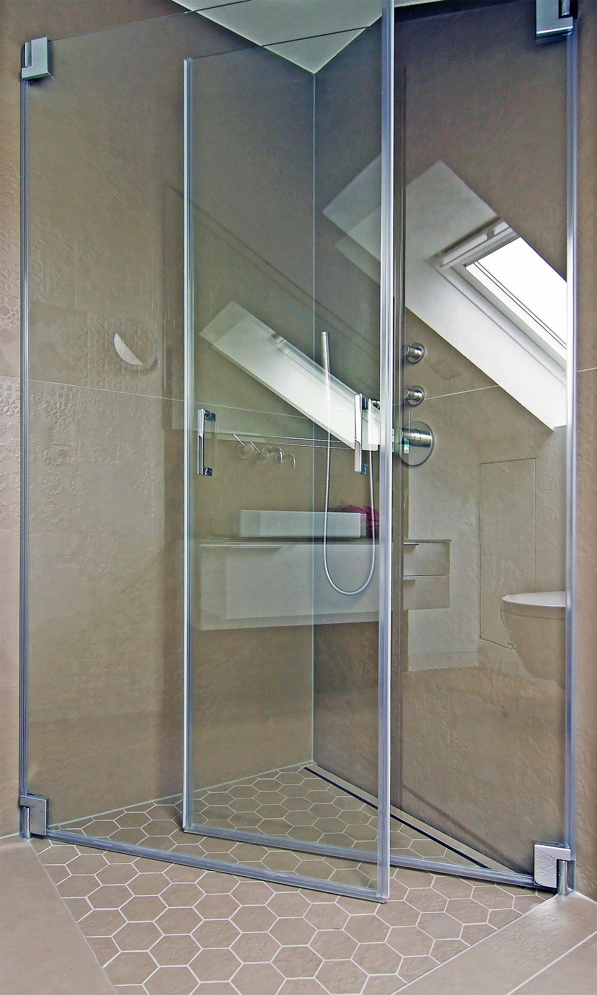 Vor und nach der renovierung des hauses bodengleiche dusche mit nach innen einklappbaren türen  blumenstr