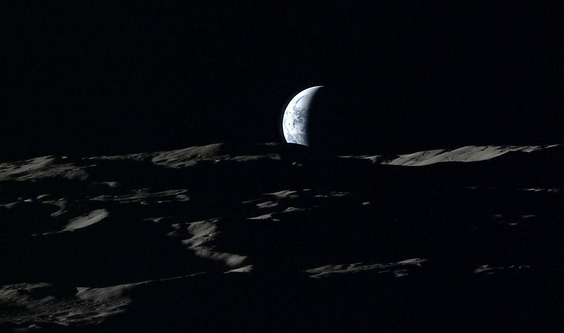 Haunting Pictures Show Earth Rising Over the Moon #photography #photo http://news.nationalgeographic.com/2016/10/moon-earth-pictures-japan-kaguya-hdtv-space-science/
