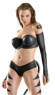 du body painting sur de gros seins de ouf