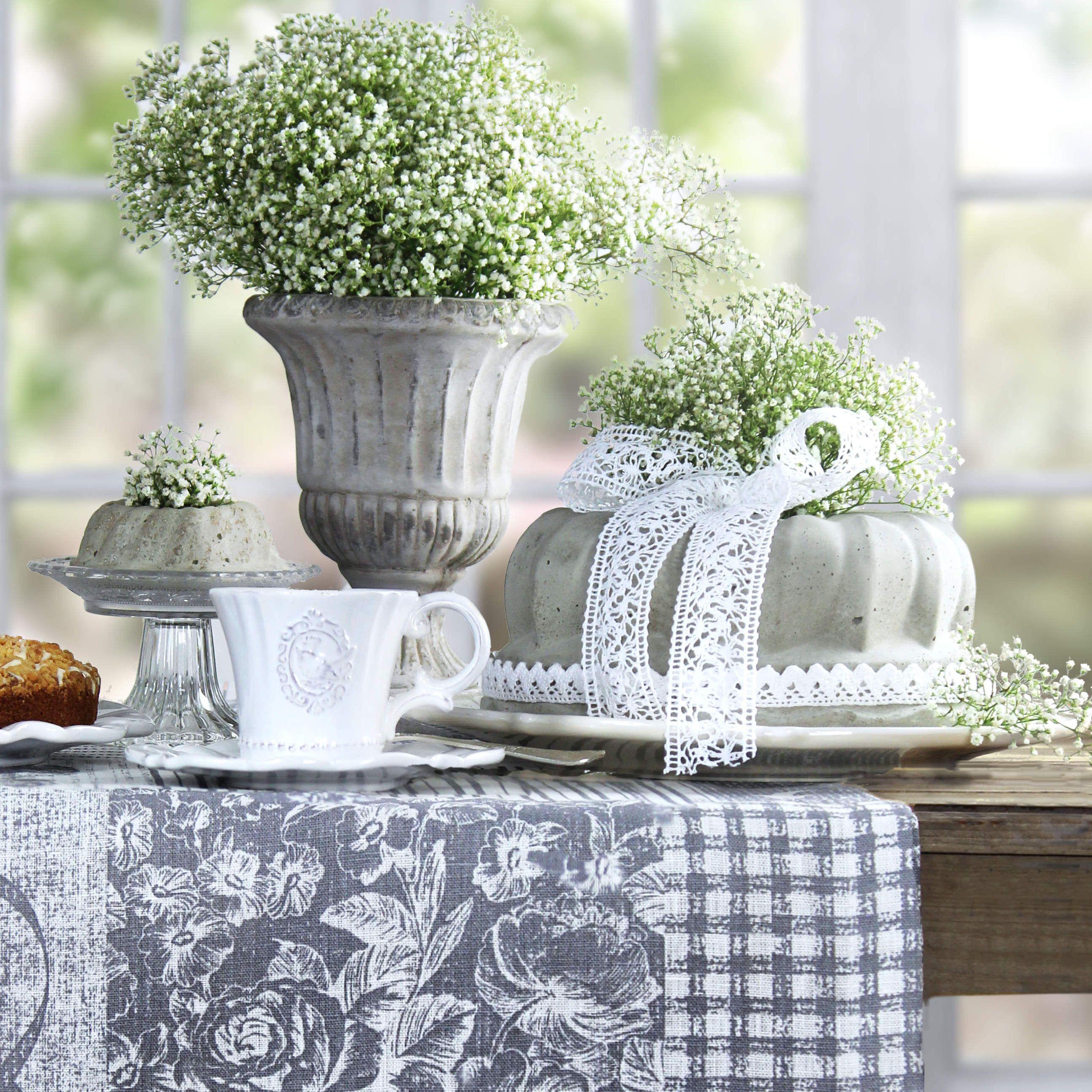 Gedeckter Tisch Im Garten: Schön Shabby: Guglhupf Aus Beton. Tischläufer LOVE LETTERS