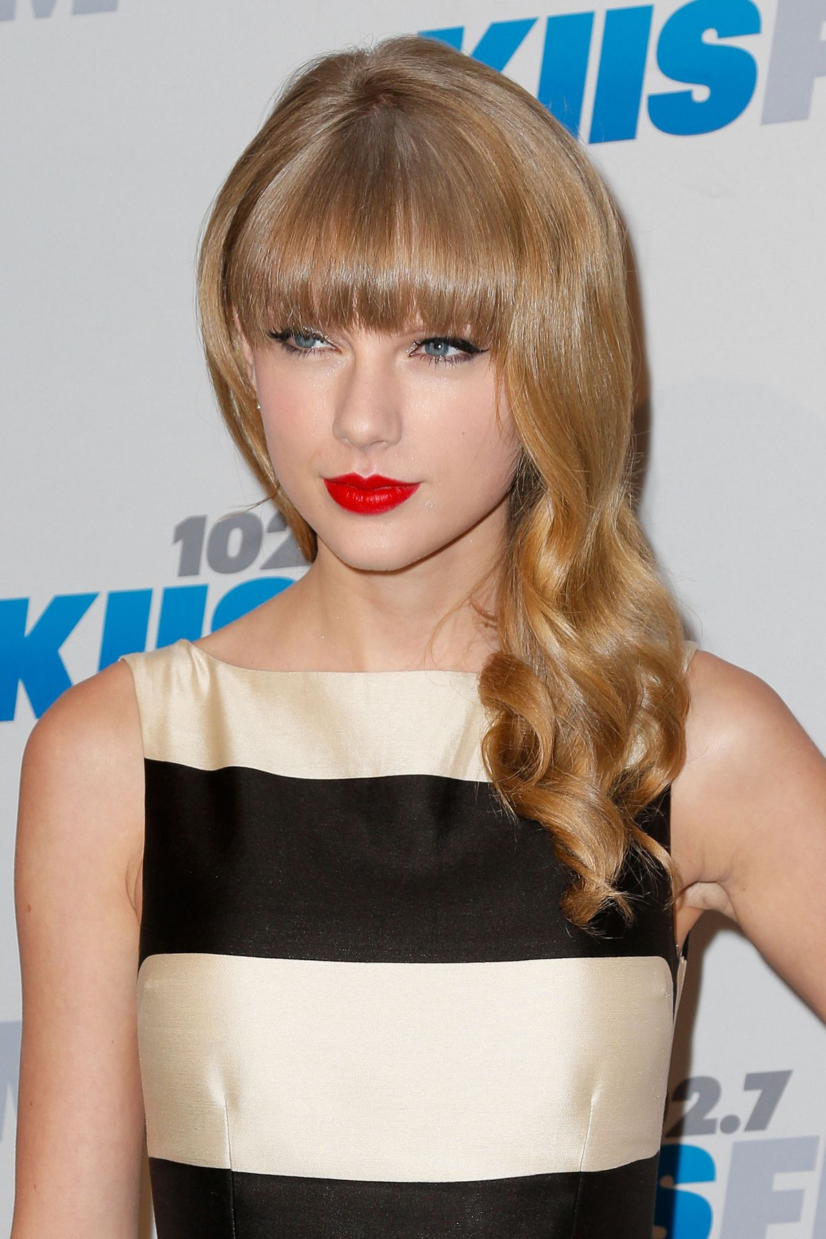 Taylor Swift Red Lips Lipstick Bangs Ash Blonde Hair Too Red