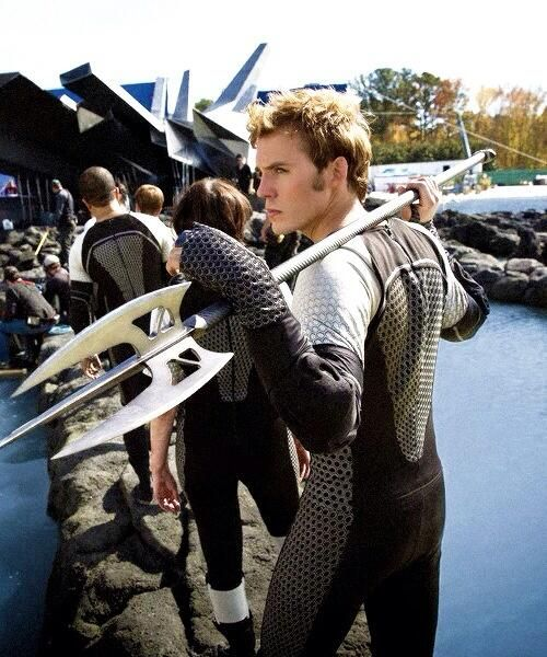 @Sam Claflin in CF: Behind the scenes. He's behaving just like Finnick. That's why Sam Odair is Finnick Claflin pic.twitter.com/IEDKOQyrKA
