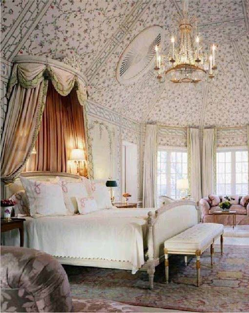Decorating With French Boudoir Benches - Roze