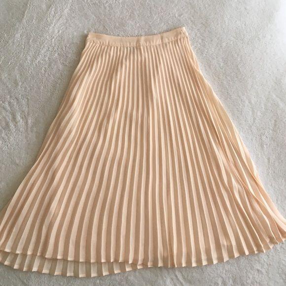 dc7becc0e2 Accordion pleat, midi skirt Cream-colored/ÜBER light pink, accordion pleated  midi skirt! Forever 21 Skirts Midi