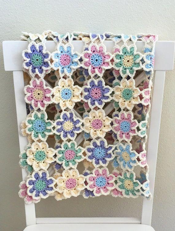 Crochet Baby Blanket - Bunting Pattern   Caminos de mesa, Colchas y ...