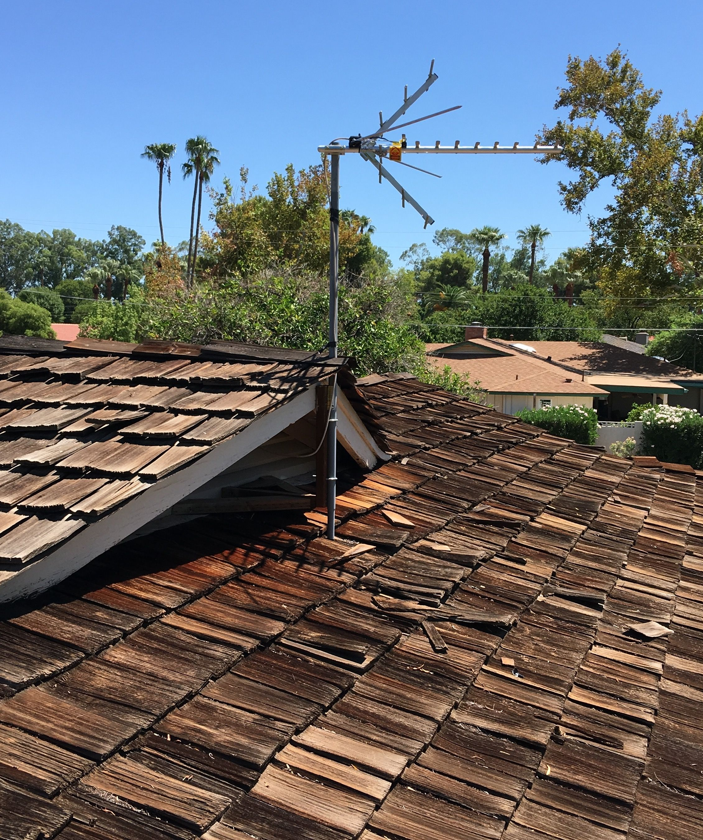 Best Hdtv Antenna Installation On An Old Wood Roof In The Arcadia Area Of Phoenix Az A Pole Affixed 400 x 300