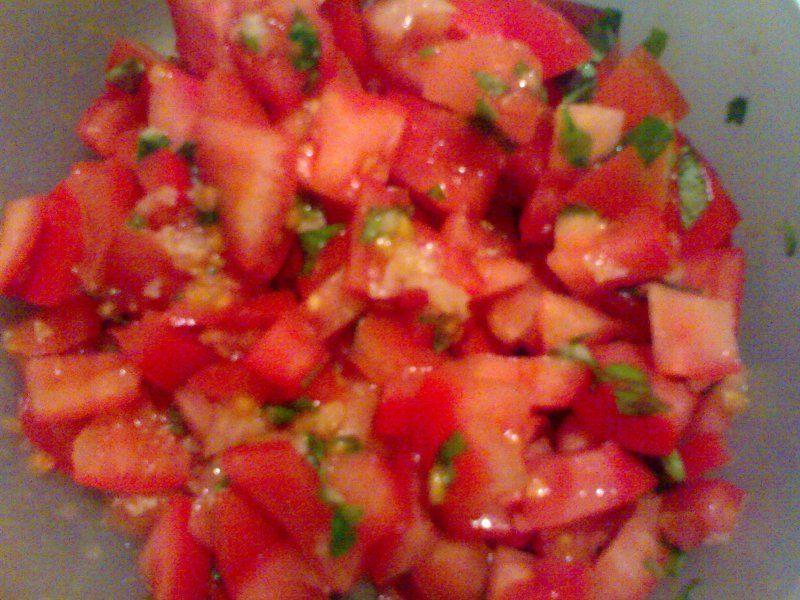 Tomat/hvidløgsbrød