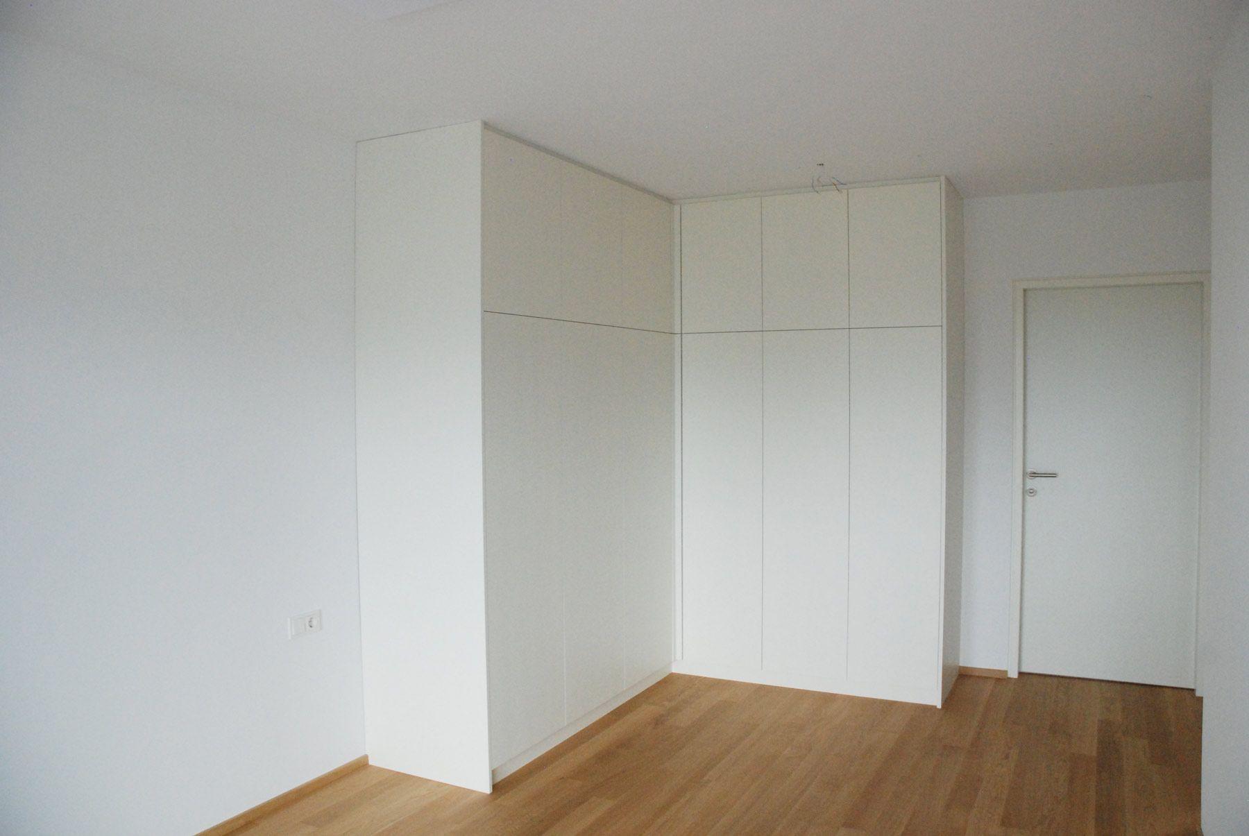 Schlafzimmer Eckschrank weiss lackiert ohne Griffe  Eckschrank