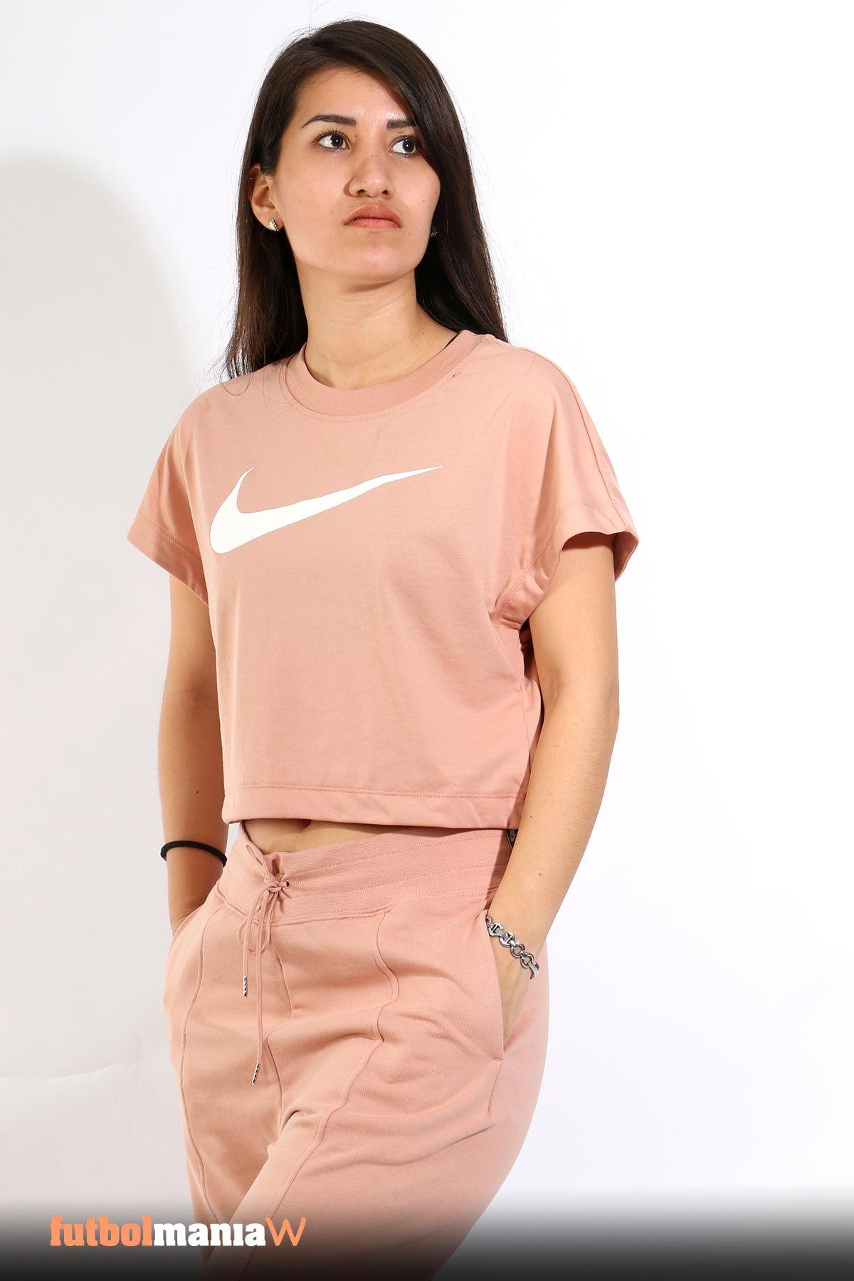 Camiseta manga corta Nike Swoosh mujer (con imágenes) | Nike ...