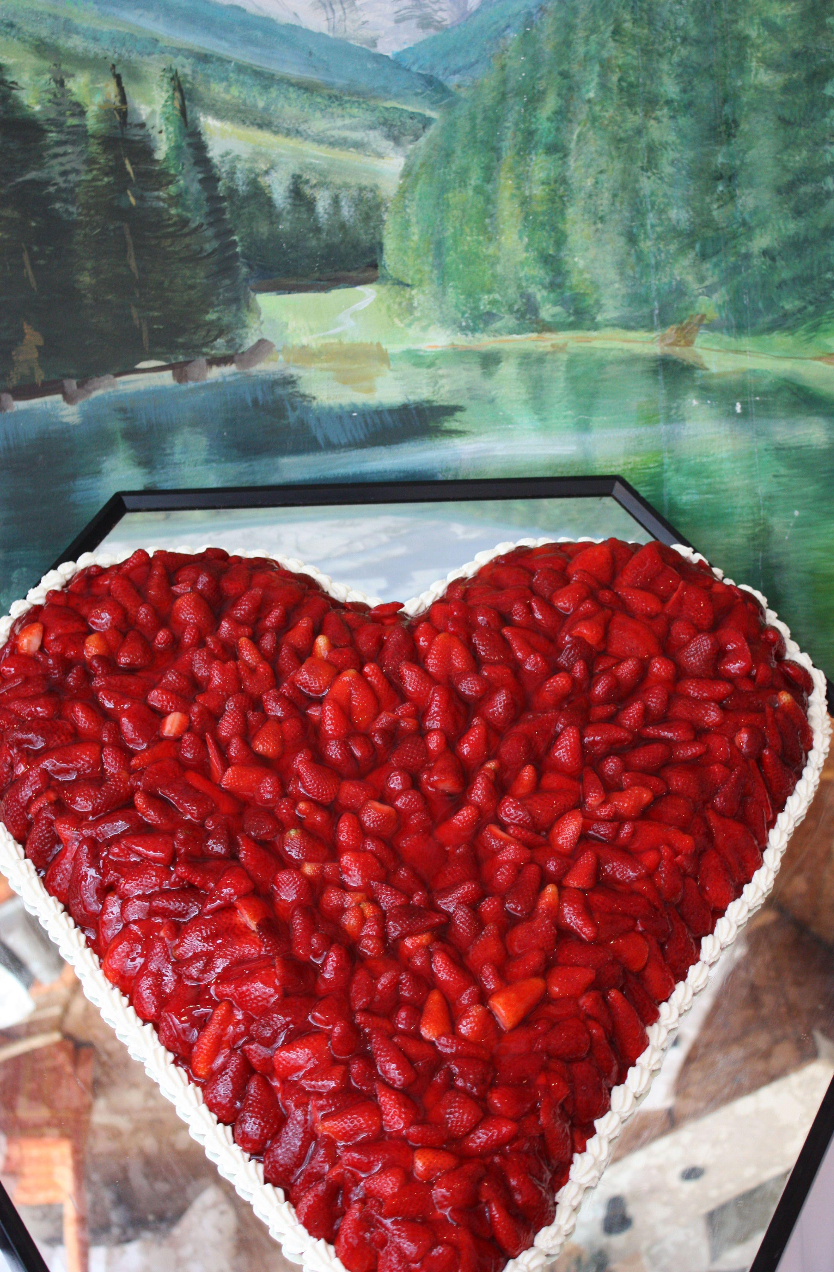 Hochzeitstorte Erdbeer Herz Strawberry Heart Wedding Cake Www