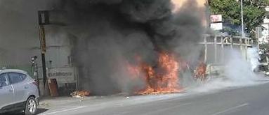 #Flambus: Alla ricerca del responsabile Siamo i primi caldi e i bus cominciano a prendere fuoco ad un ritmo preoccupante. Sono andati interamente o parzialmente flambé 4 mezzi in 5 giorni, un dato preoccupante, se si va avanti così tra un  #roma #atac #trasportopubblico