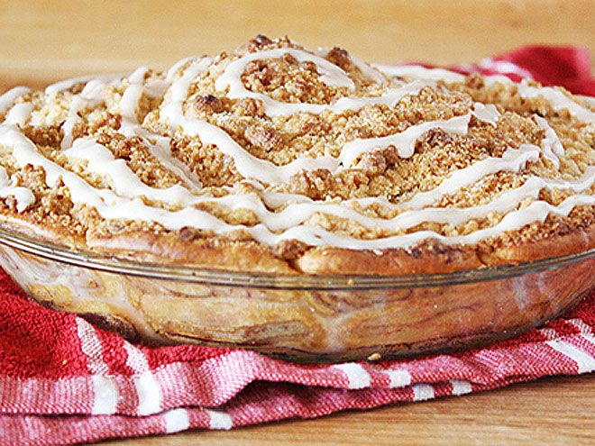 Cinnamon Roll Dutch Apple Pie from Tablespoon