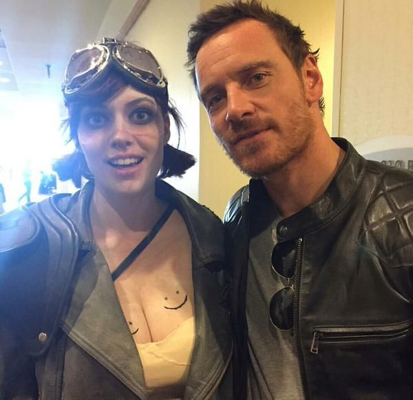 Michael Fassbender with a fan @Comicon 2015
