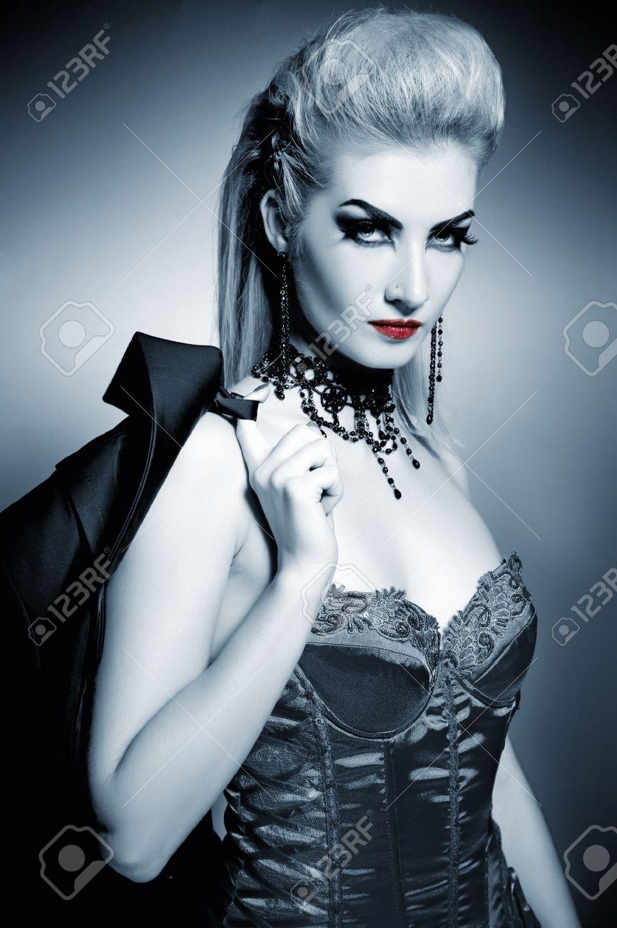 Woman Vampire Hairstyle Recherche Google Vampire Hair Halloween Hair Gothic Pictures