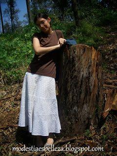 de excursión. Falda blanca de algodón y blusa café otoño/ white cotton skirt
