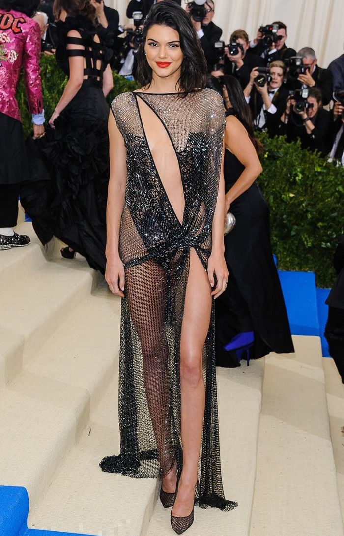 Sexy or Trashy? Kendall Jenner Flashes Bare Derrière in La Perla ...