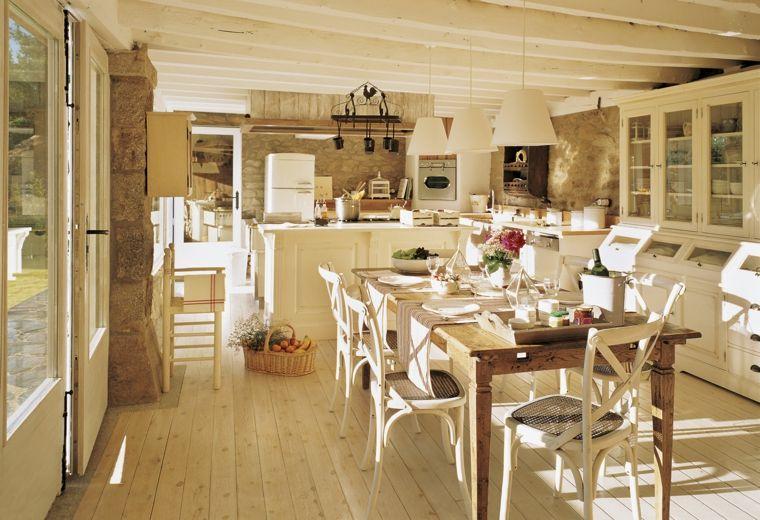 ambiente ampio con una cucina rustica in muratura color ...