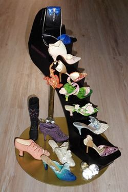 Just The Right Shoe standaard By Yosy with shoes