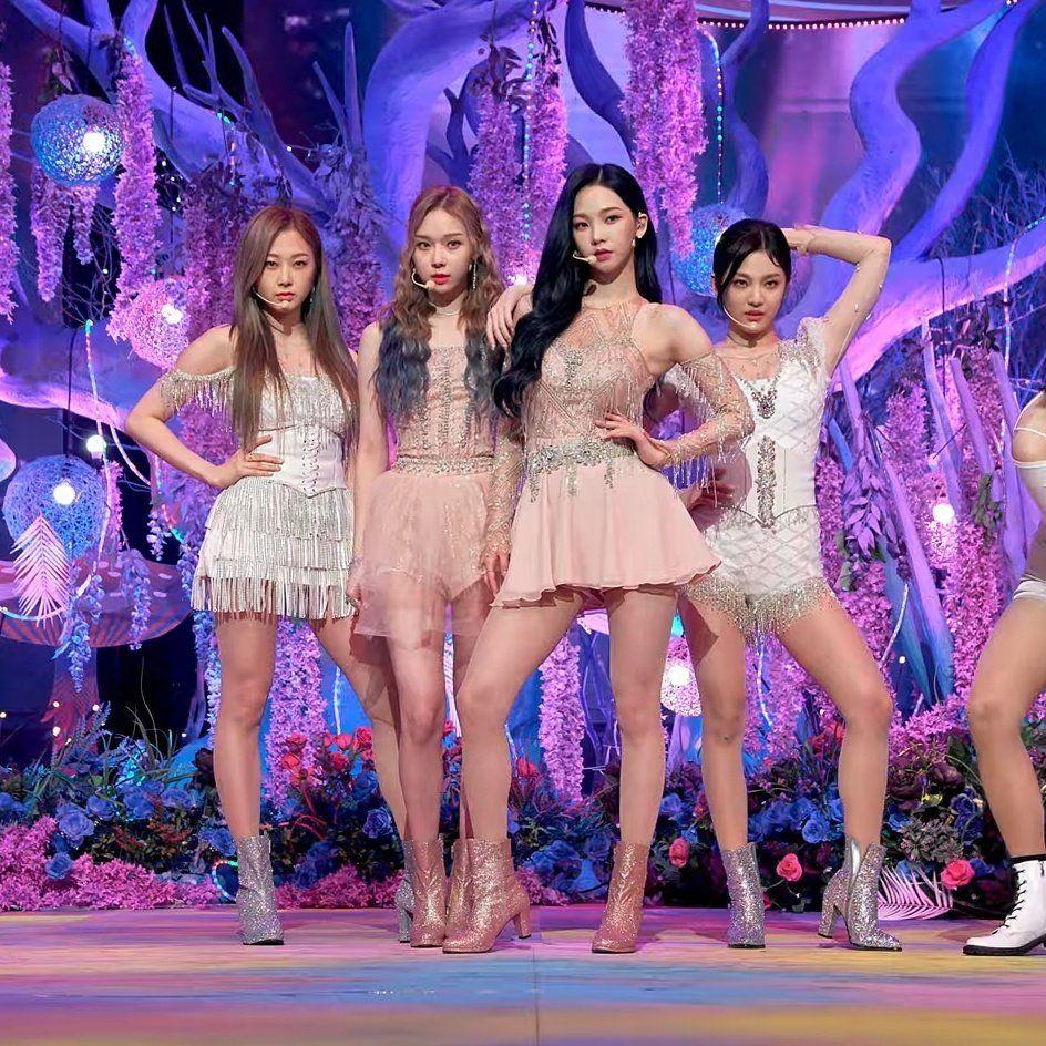 "aespa pics on Twitter: ""📸 shots on aespa music bank debut stage! #aespa… ""   Kpop fashion outfits, Kpop girls, Fashion"