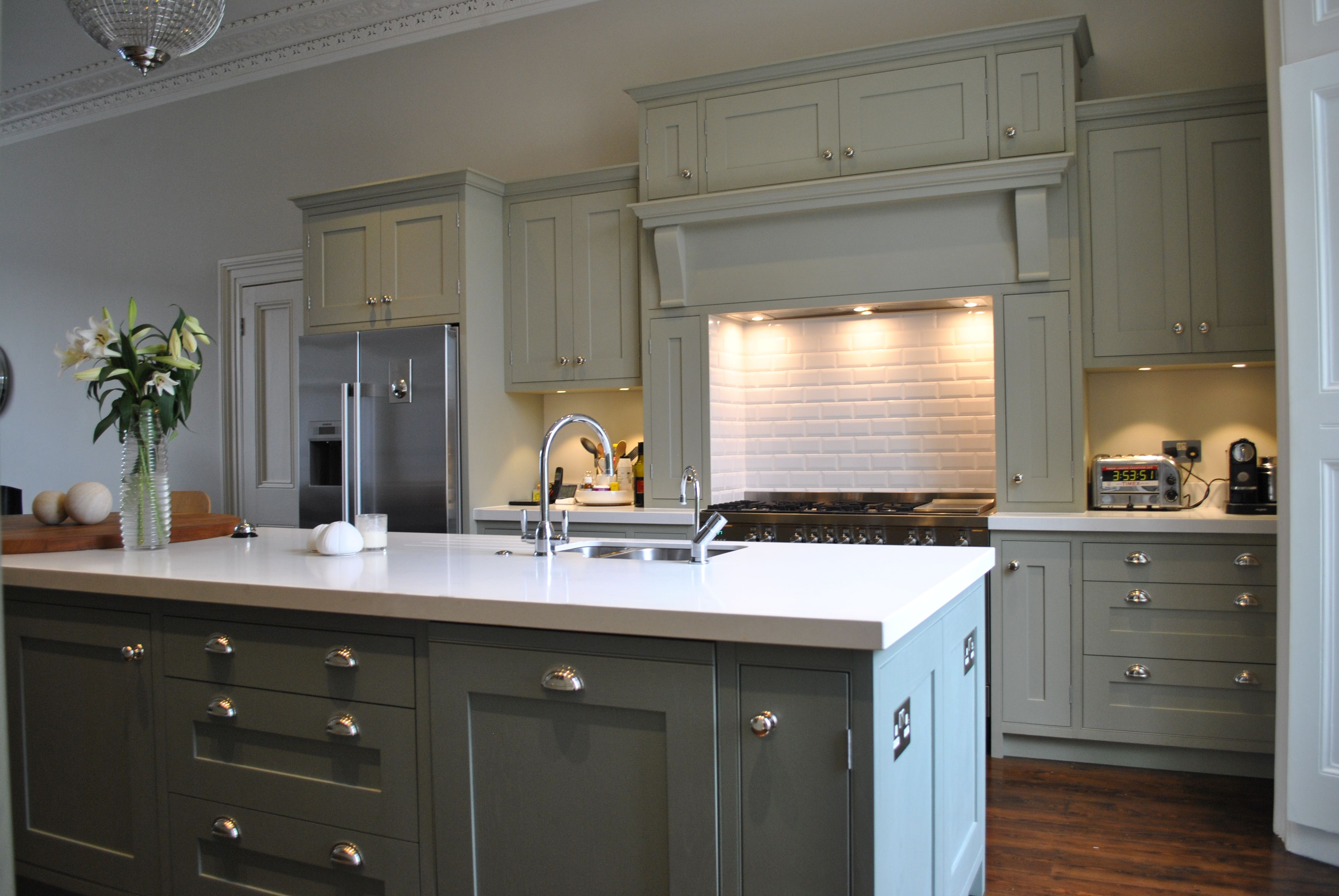 Clapham Shaker Kitchen: A Shaker Door With Beading On The Frame In Solid Oak