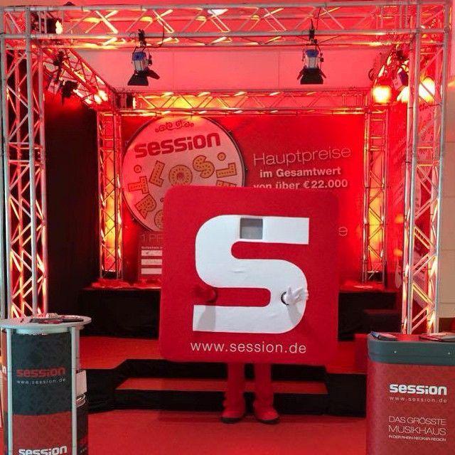 Das Ist S App Unser Maskottchen Heute Morgen Auf Der Musikmesse Frankfurt Anzutreffen Postet Fotos Mit Dem Hashtag Sessio Musik Instagram Messe